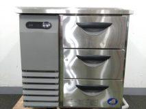 サンヨーのコールドテーブル冷蔵庫